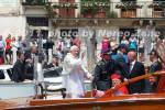 Il Papa in Canal Grande benedice e saluta i presenti